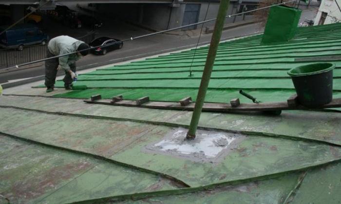 Чем покрасить железную крышу дома
