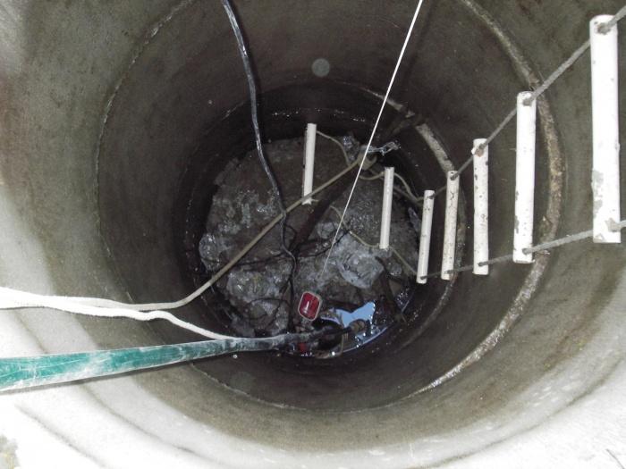 Как почистить колодец на даче своими руками