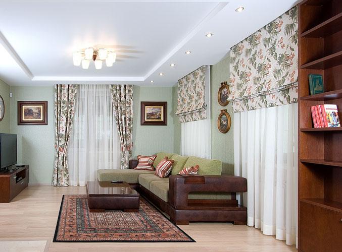 Дизайн гостиной с окнами на разных стенах + фото