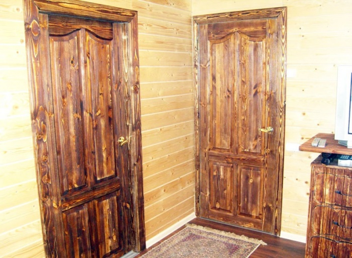 Двери межкомнатные из массива