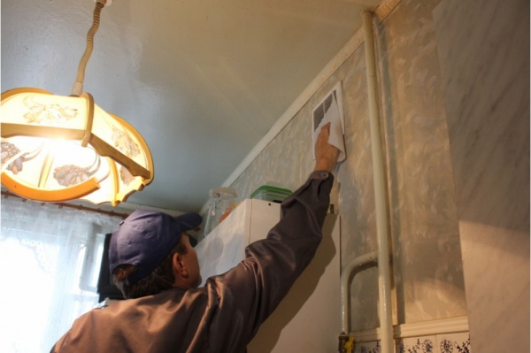 Как прочистить вентиляцию в квартире самому