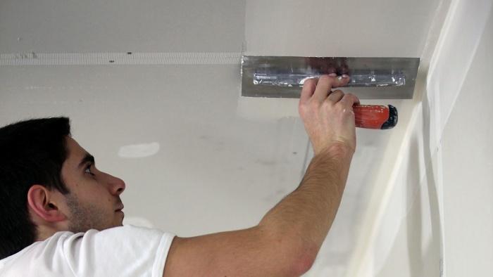 Жидкие обои на потолок: подготовка и нанесение