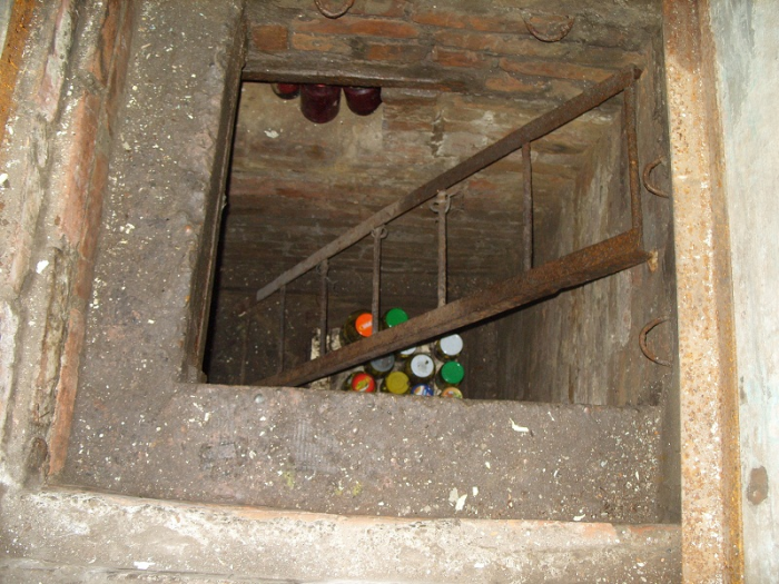 Вода в овощной яме гаража