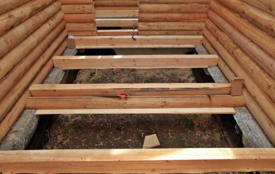 Деревянный пол в бане