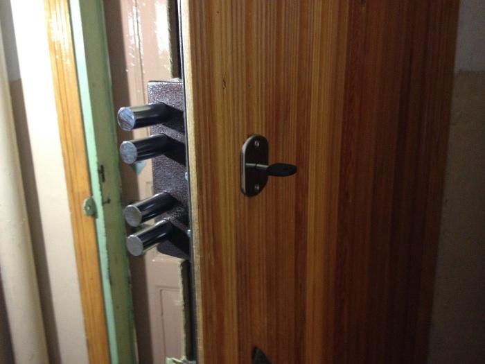 Установка замков на входные металлические двери своими руками