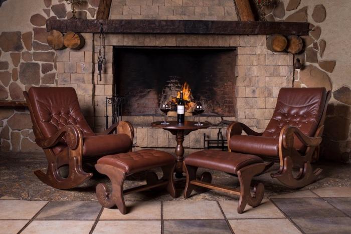 Кресло качалка у камина + фото