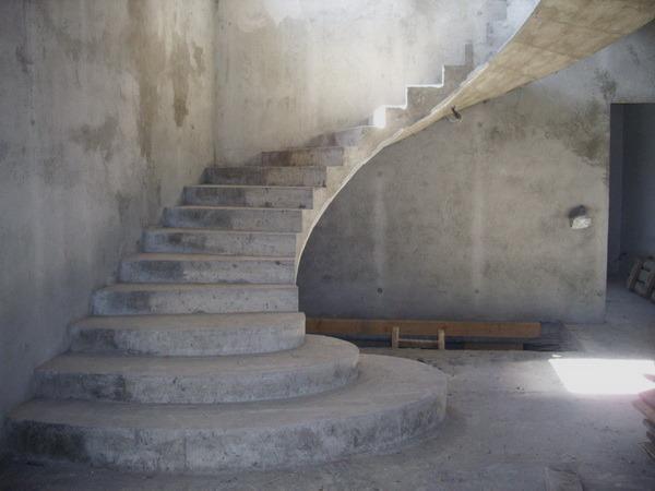Как сделать монолитные лестницы из бетона своими руками