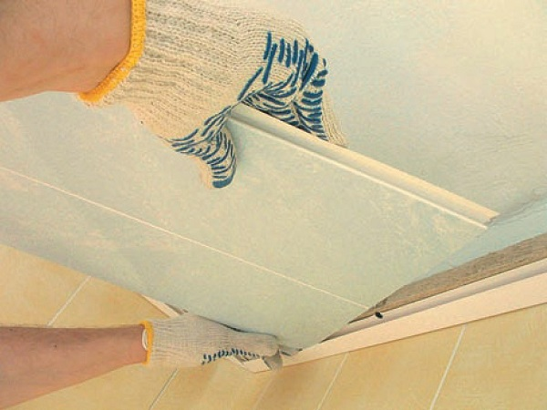 Панели ПВХ для потолка: монтаж, крепление