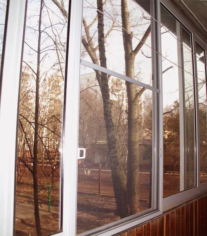 Москитные сетки на балконные окна