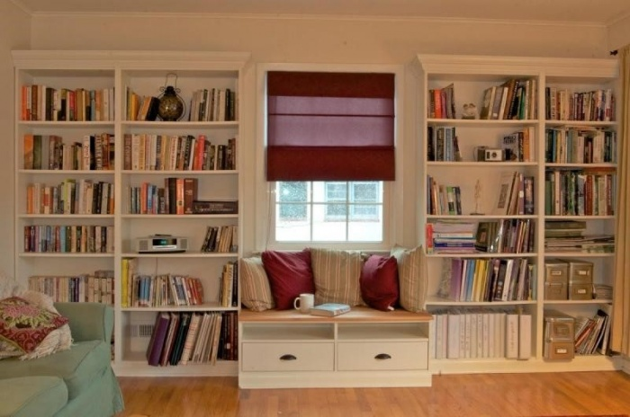 Настенная полка для книг