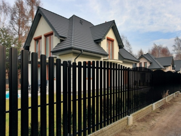 Забор из металлического штакетника своими руками: фото, отзывы