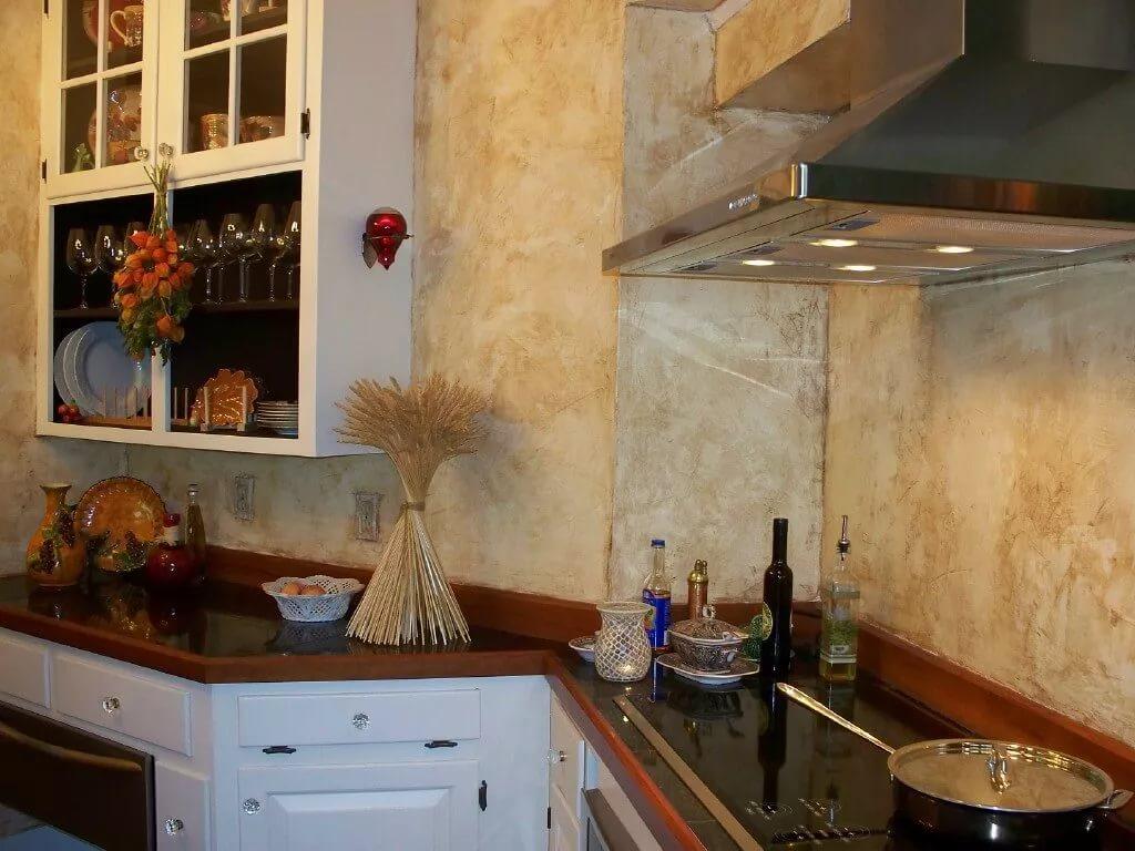 Современный дизайн потолка на кухне